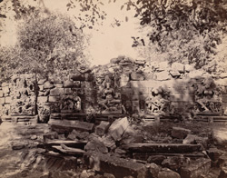 Statues in the colonnade of the Chaunsath Yogini Temple, Bheraghat, Jabalpur District 10031236